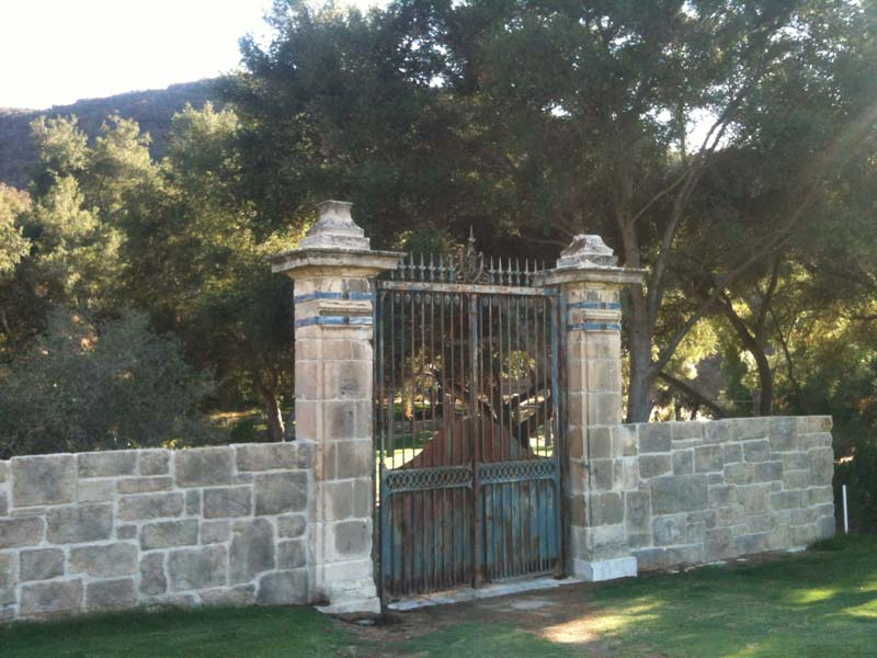 Limestone Gated Wall with Aged Faux Stone