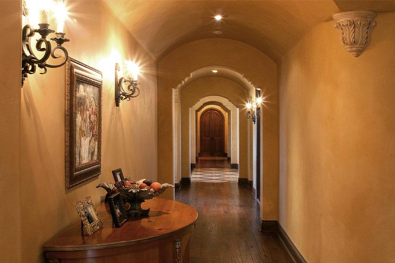 Faux Glaze Walls in Hallway